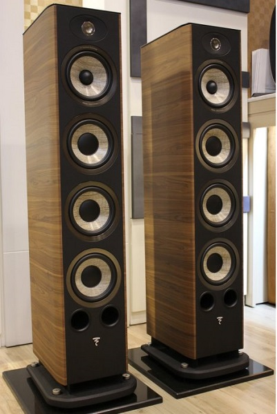 Loa-focal-Aria-936-(Walnut)1